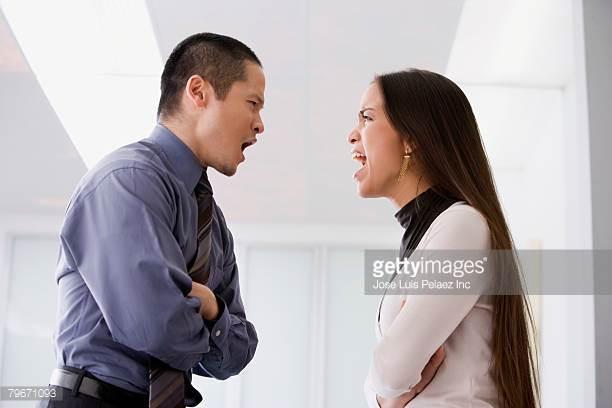 C'est l'employé qui est agressé